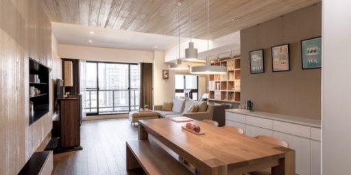 Kaasaegne korter ülistab naturaalse puidu kasutamist