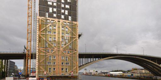 Norras kerkib puitkorterelamu 51 meetri kõrgusele